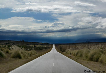 Picture of a road going off into the distance in Argentina